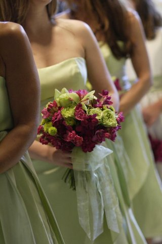 bridesmaids-wearing-green-dresses-and-carrying-pink-and-green-bouquets