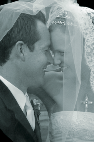 black-and-white-photo-of-couple-under-veil
