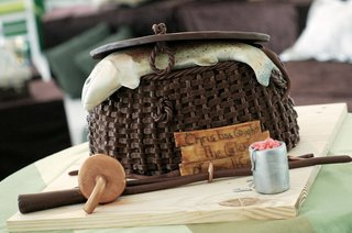 grooms-cake-of-fishing-basket-with-fish-and-fishing-pole