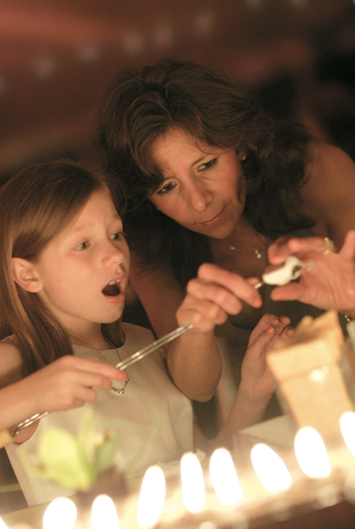 guests-make-smores-at-a-wedding-reception