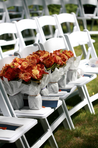 bridesmaid-bouquets-of-red-orange-and-yellow-flowers