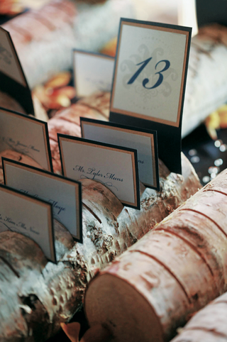 small-log-holds-place-cards-for-a-wedding-reception