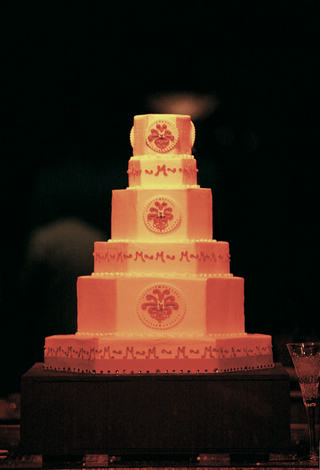wedding-cake-with-monogram-by-sandy