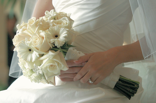 all-white-bouquet-wrapped-in-ribbons