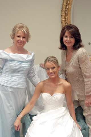 brooke-anderson-with-her-mom-and-guest