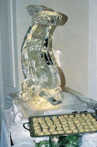 dolphin-or-fish-design-carved-out-of-ice