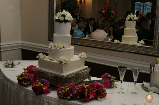 four-layer-cake-with-bridesmaid-bouquets