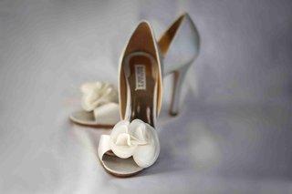 badgley-mischka-white-wedding-heels-with-flower