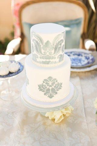 white-cake-with-damask-motif