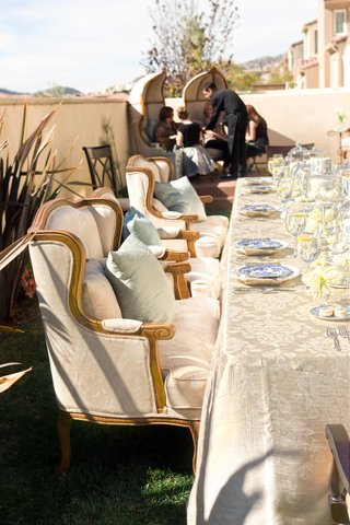ivory-table-linens-and-comfortable-seating