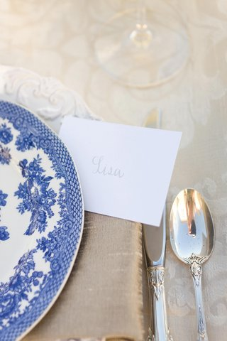 white-charger-plates-and-blue-china