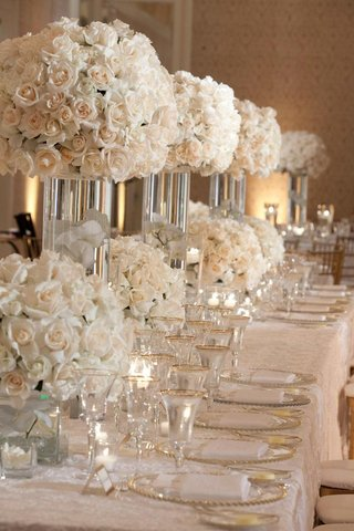 rose-floral-arrangements-and-gold-rimmed-glassware