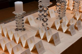 white-seating-card-display-with-gold-chandeliers