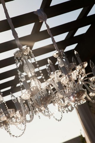 fancy-crystal-chandelier-hanging-from-ceremony-structure