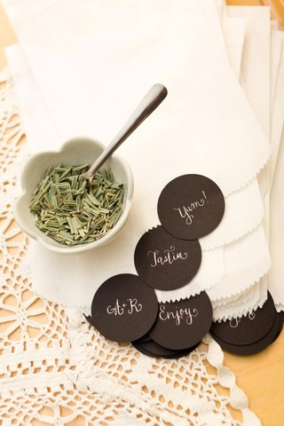 loose-leaf-tea-and-bags-with-stickers