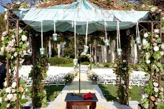 altar-beneath-ceremony-structure-with-garlands-and-flowers