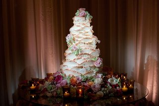 unique-white-wedding-cake-that-looked-like-a-rose