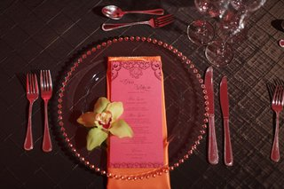wedding-reception-place-setting-with-pink-menu