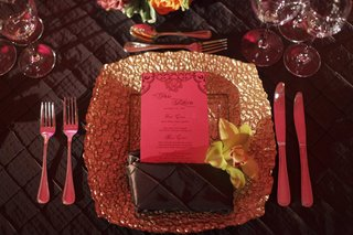 brown-linens-and-gold-textured-charger-plate