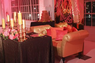 gold-chaise-lounge-for-bride-and-groom