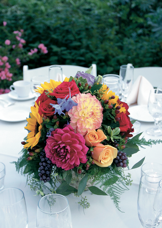 small-reception-flower-decorations-in-bright-colors