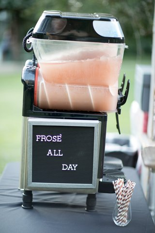 frose-station-at-wedding-letterboard-at-wedding-frozen-rose