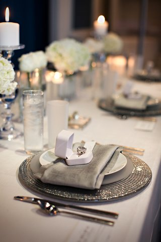 silver-tablescape-with-ivory-flowers