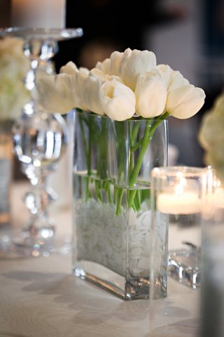 white-tulips-and-floating-candles