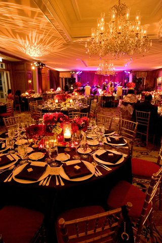gold-chairs-with-red-cushions-around-brown-tablecloths