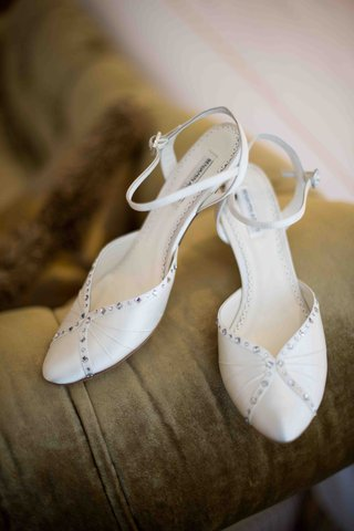 brides-satin-shoes-subtly-embellished-with-crystals