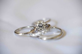 diamond-engagement-ring-with-wedding-bands