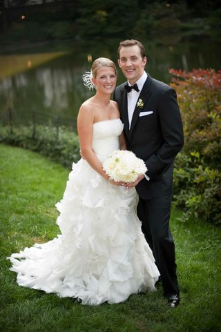 bride-and-groom-in-front-of-lake-in-new-york
