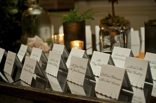 lacelike-scalloped-edge-seating-cards-on-table