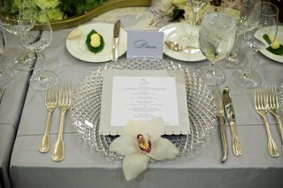 charger-plates-with-lattice-design-and-orchid-topper