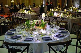 short-floral-arrangements-and-crystal-candlesticks
