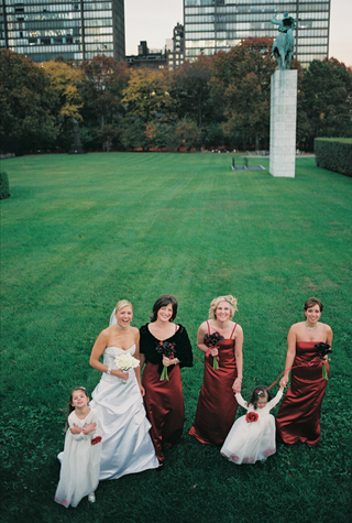 bride-with-bridesmaids-and-flower-girls-in-bryant-park