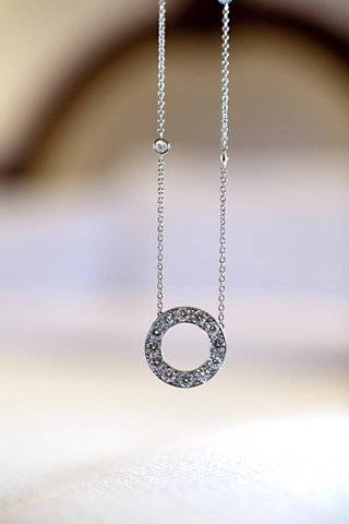 silver-necklace-with-eternity-circle-pendant