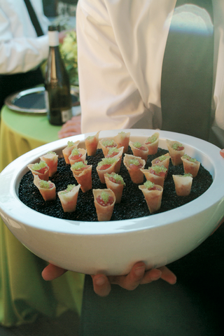 cone-wedding-appetizers-with-caviar-and-ahi