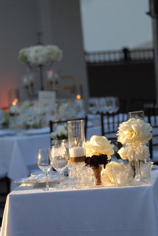 white-table-with-ivory-roses-and-crystal