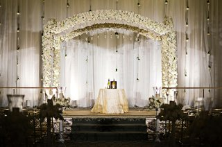 traditional-jewish-ceremony-altar-with-white-flowers