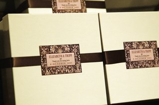 wedding-favor-boxes-with-brown-ribbon-and-name-card