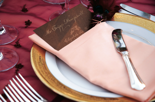 raspberry-tablecloth-with-pink-napkin