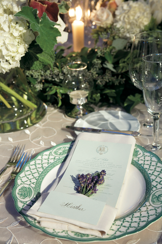 secret-garden-themed-reception-table