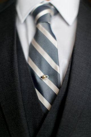 grooms-grey-suit-grey-and-white-striped-tie-with-pearl-and-dark-gemstone-pin