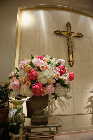 pink-coral-apricot-colored-flowers-for-ceremony-church-catholic-wedding-decor