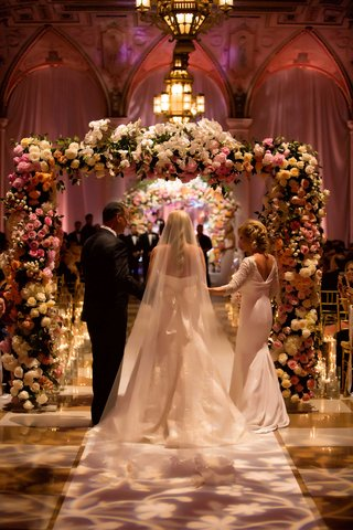 bride-in-vera-wang-wedding-dress-and-veil-walking-down-aisle-at-the-breakers-for-jewish-wedding