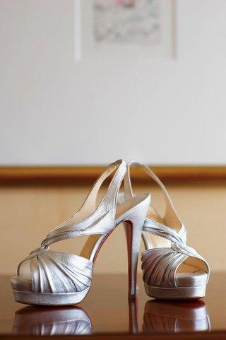 metallic-open-toe-crinkle-wedding-shoes