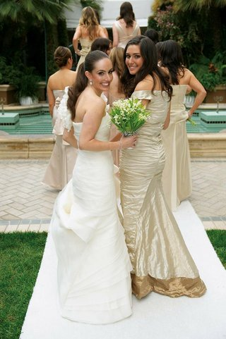 bride-and-bridal-party-by-four-seasons-fountain