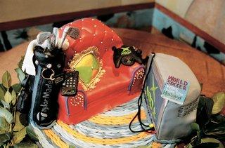 groom-cake-design-featuring-grooms-favorite-things