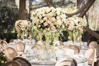 cream-garden-rose-centerpieces-with-dripping-greenery-mirror-table-top-rustic-chairs
